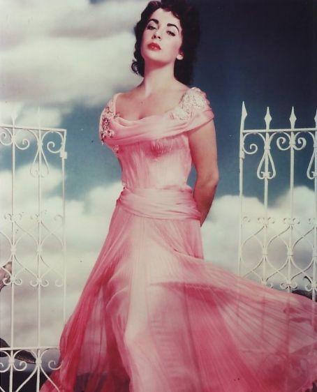 Elizabeth-Taylor-1950s-Pink-Dress
